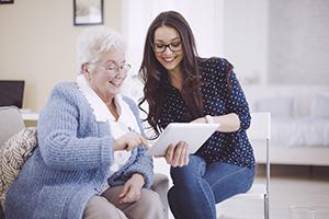 Les initiatives pour aider les personnes âgées